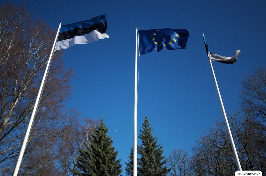 Estonian and EU flags outside the presidential palace